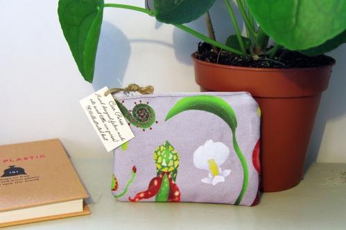 Carnivorous purse